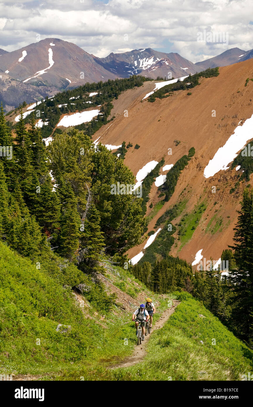 Two men ascend towards the summit of Windy Pass in the Southern Chilcotin Mountains.  British Columbia, Canada. - Stock Image