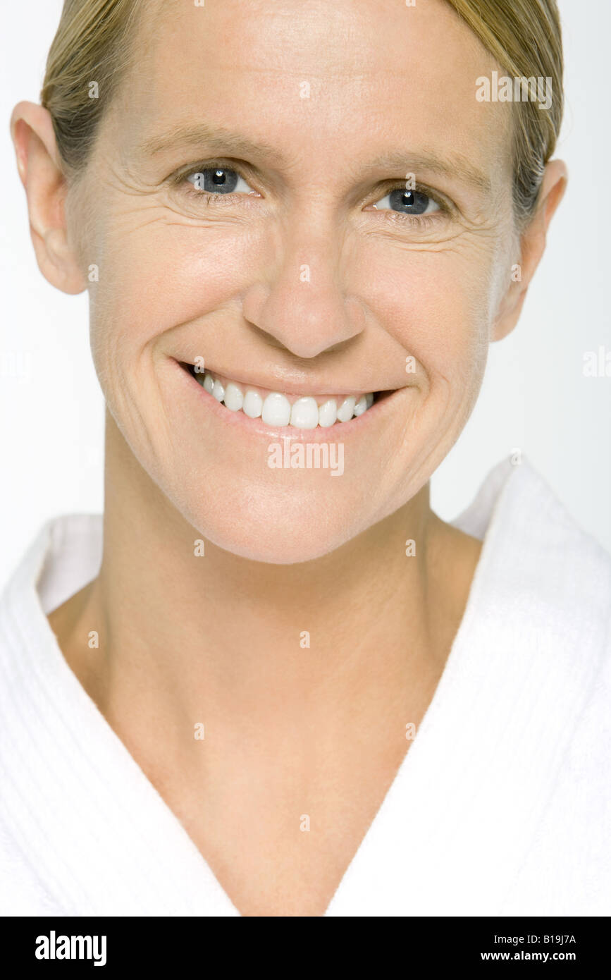 Mature woman smiling at camera, portrait - Stock Image