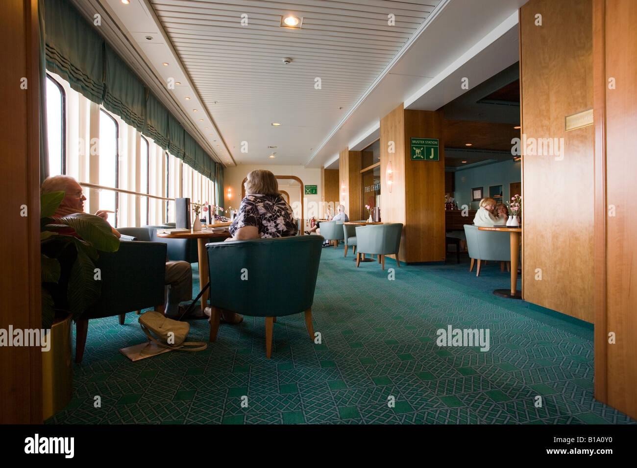 The Chart Room bar on Cunard QE2 - Stock Image