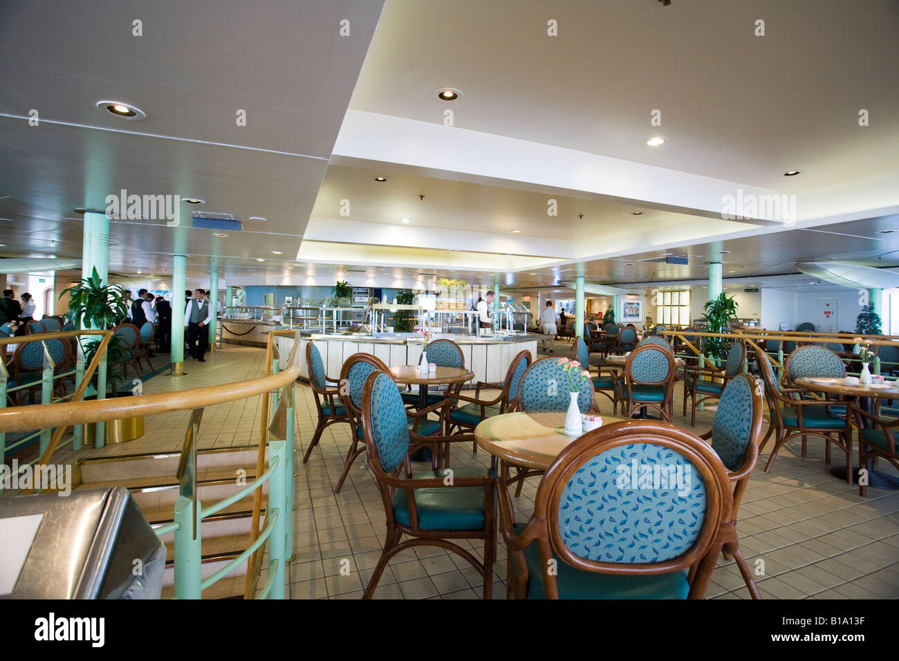 Lido Restaurant in the Cunard QE2 - Stock Image