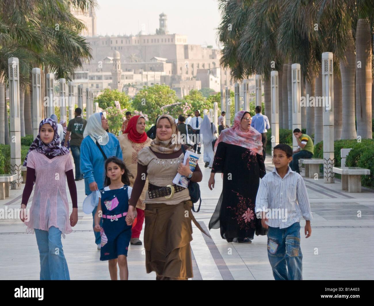 veiled women and children strolling, al-Azhar Park, Cairo, Egypt - Stock Image