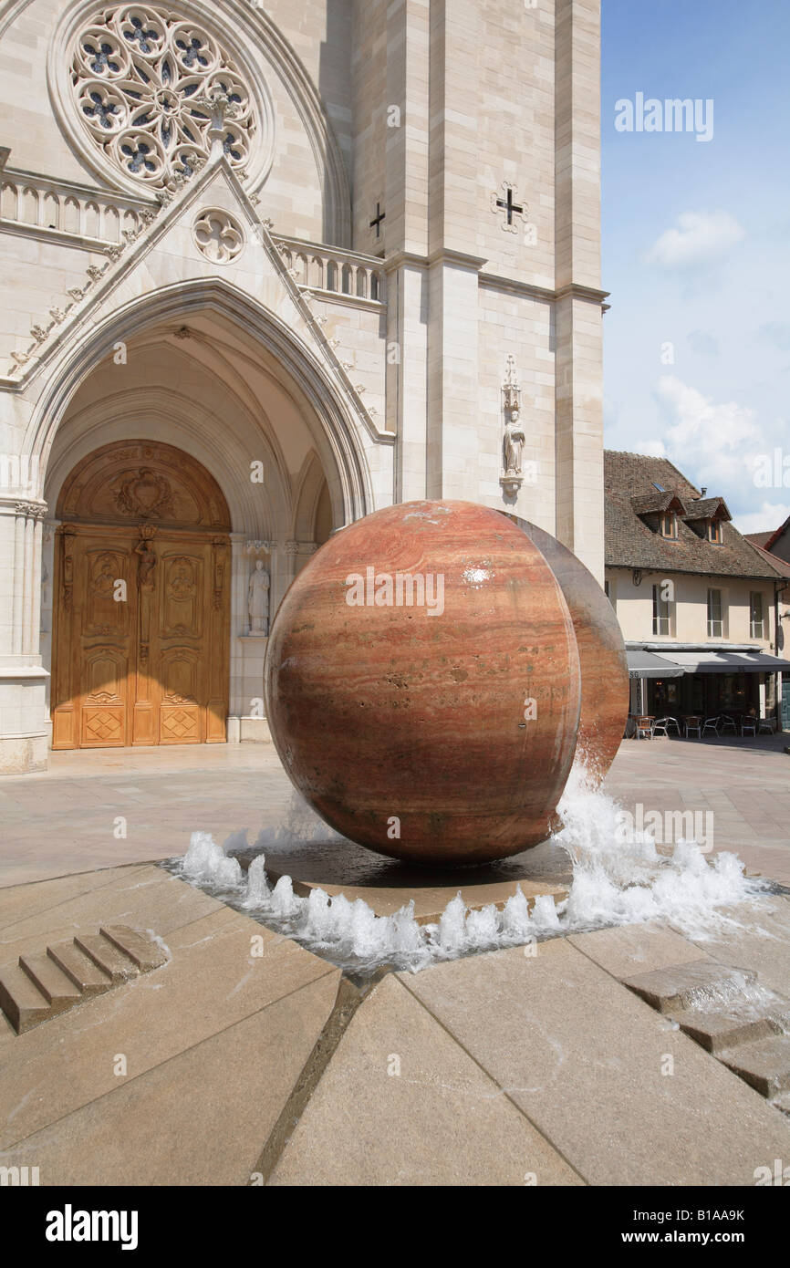 Fountain in front of the Cathedral of St. Vincent, Chalon sur Saone Burgundy, France. - Stock Image