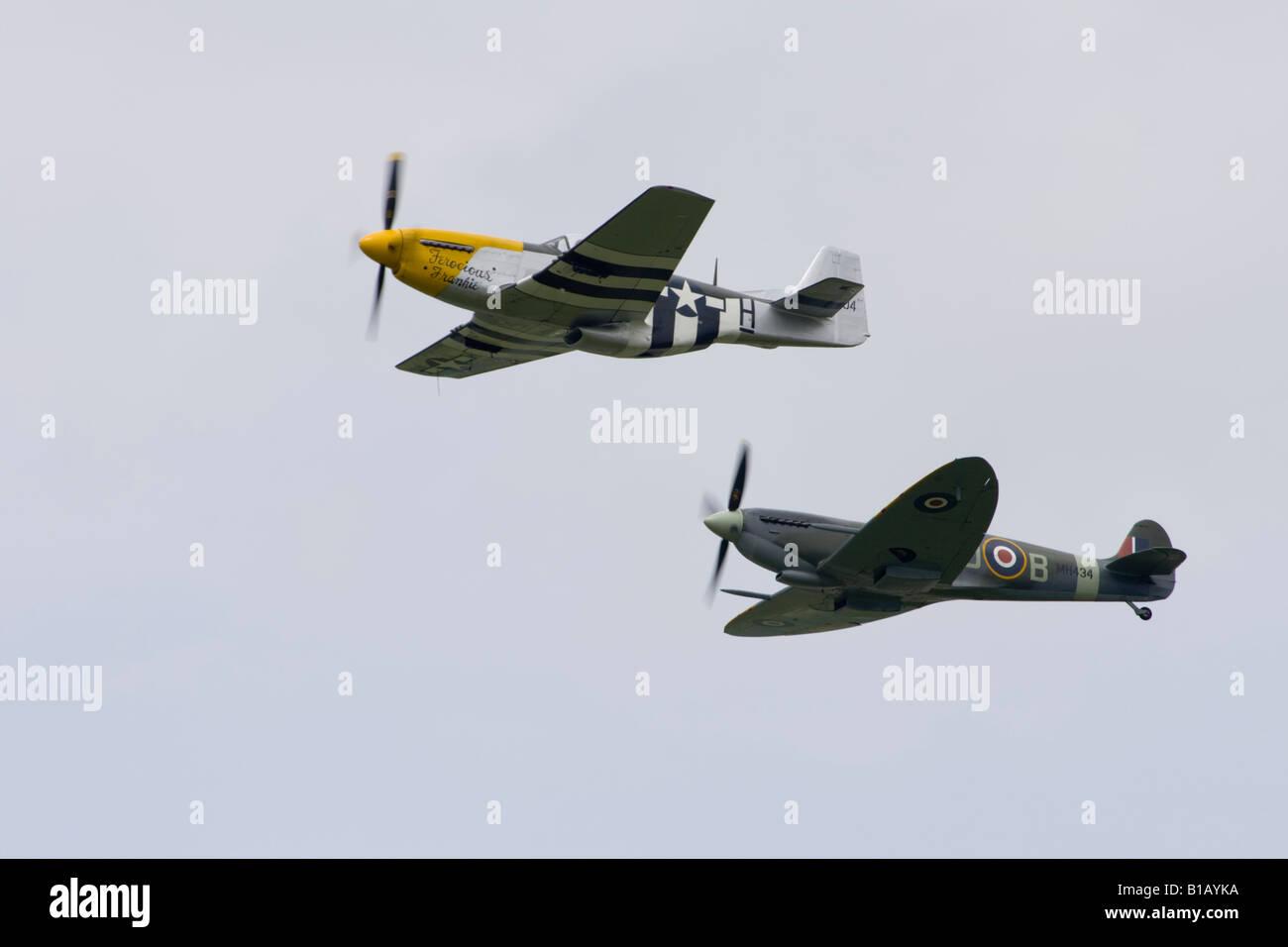 P51 Mustang 'Ferocious Frankie' & Spitfire Mk IX MH434 perform at the Biggin Hill Air Fair, Kent, England. - Stock Image