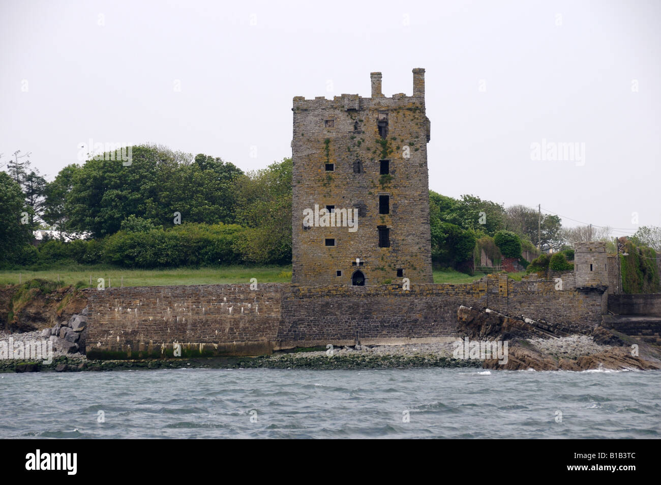 Ruin of a castle stands on the Atlantic coast of western Ireland. - Stock Image