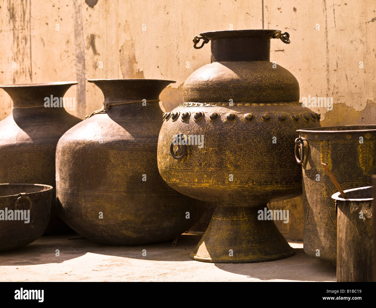 Hand crafted jugs, Jaipur, India - Stock Image