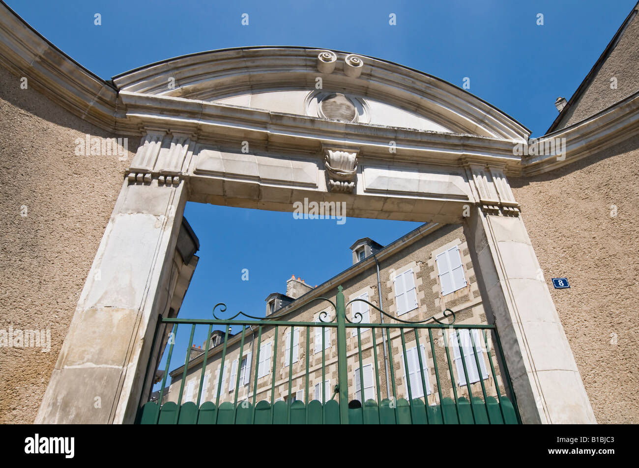 Private house behind gateway, Poitiers, Vienne, France. - Stock Image