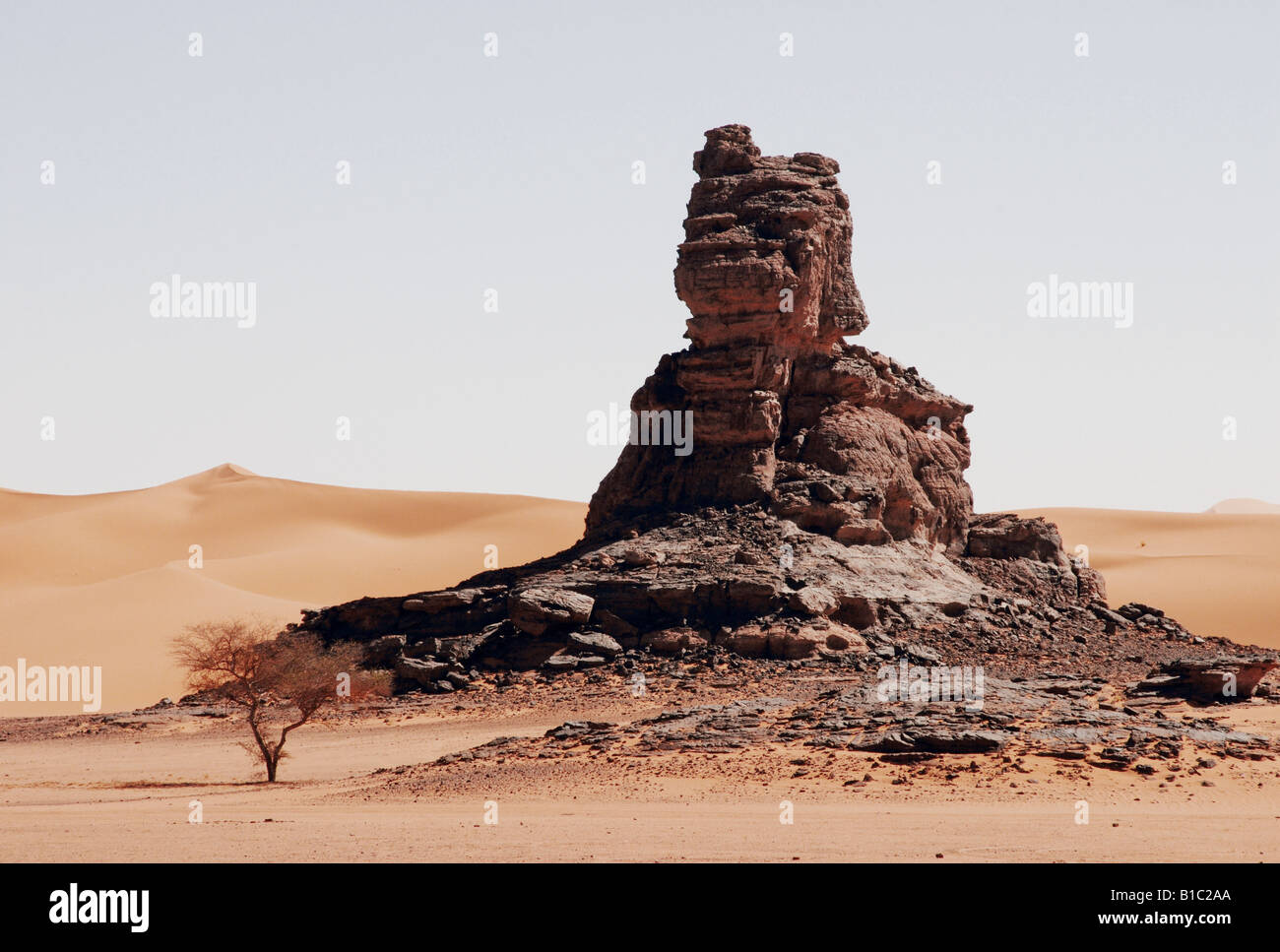 geography / travel, Algeria, landscapes, Tadrart Mountain, rock column, Additional-Rights-Clearance-Info-Not-Available - Stock Image