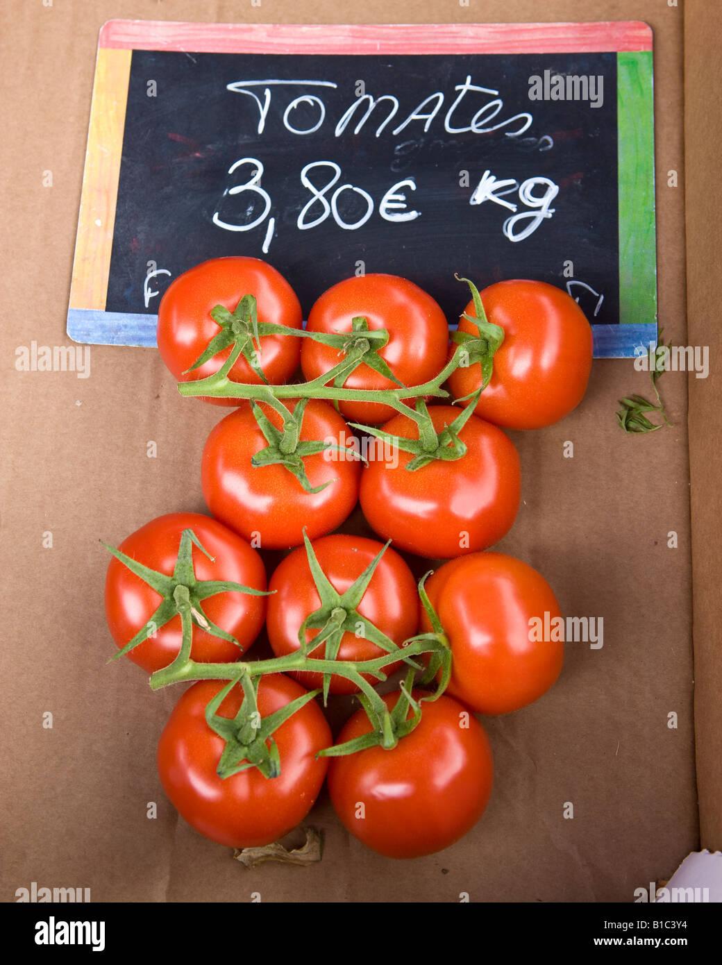 Tomatoes on the Vine priced in Euros per Kilo - Stock Image