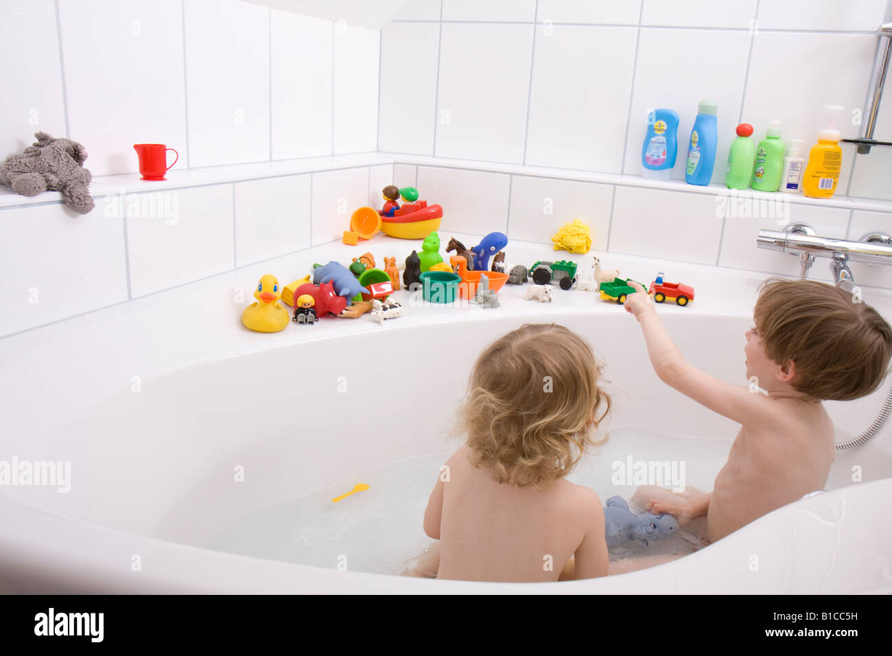 little children playing in the bath tub Stock Photo: 18098013 - Alamy