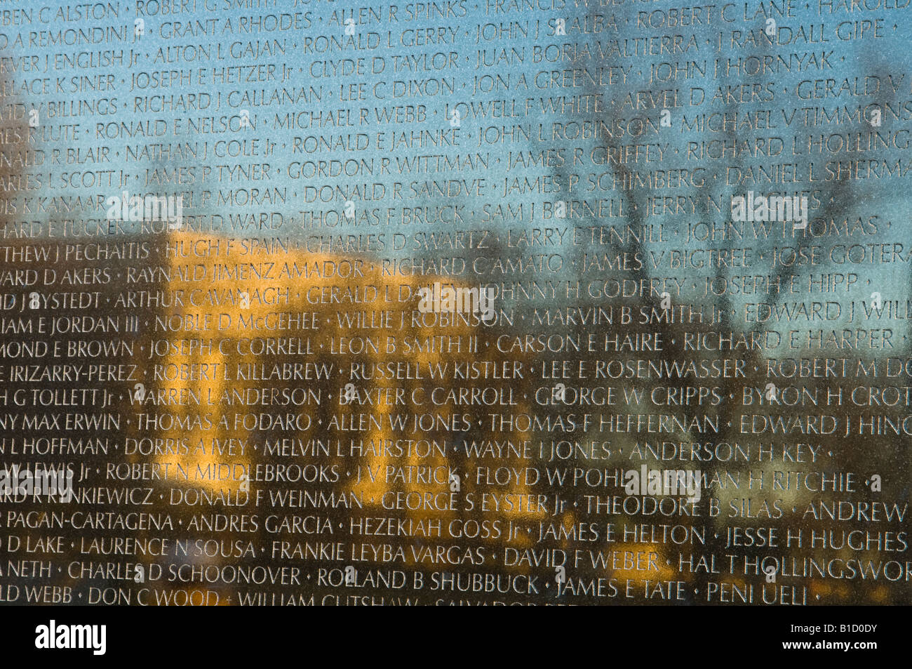 Reflection of the Lincoln Memorial on the Viet Nam Memorial at dawn - Stock Image