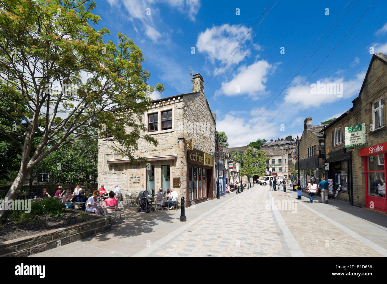 Pavement cafe on Bridge Gate, Town Centre, Hebden Bridge, Calder Valley, West Yorkshire, England, United Kingdom - Stock Image