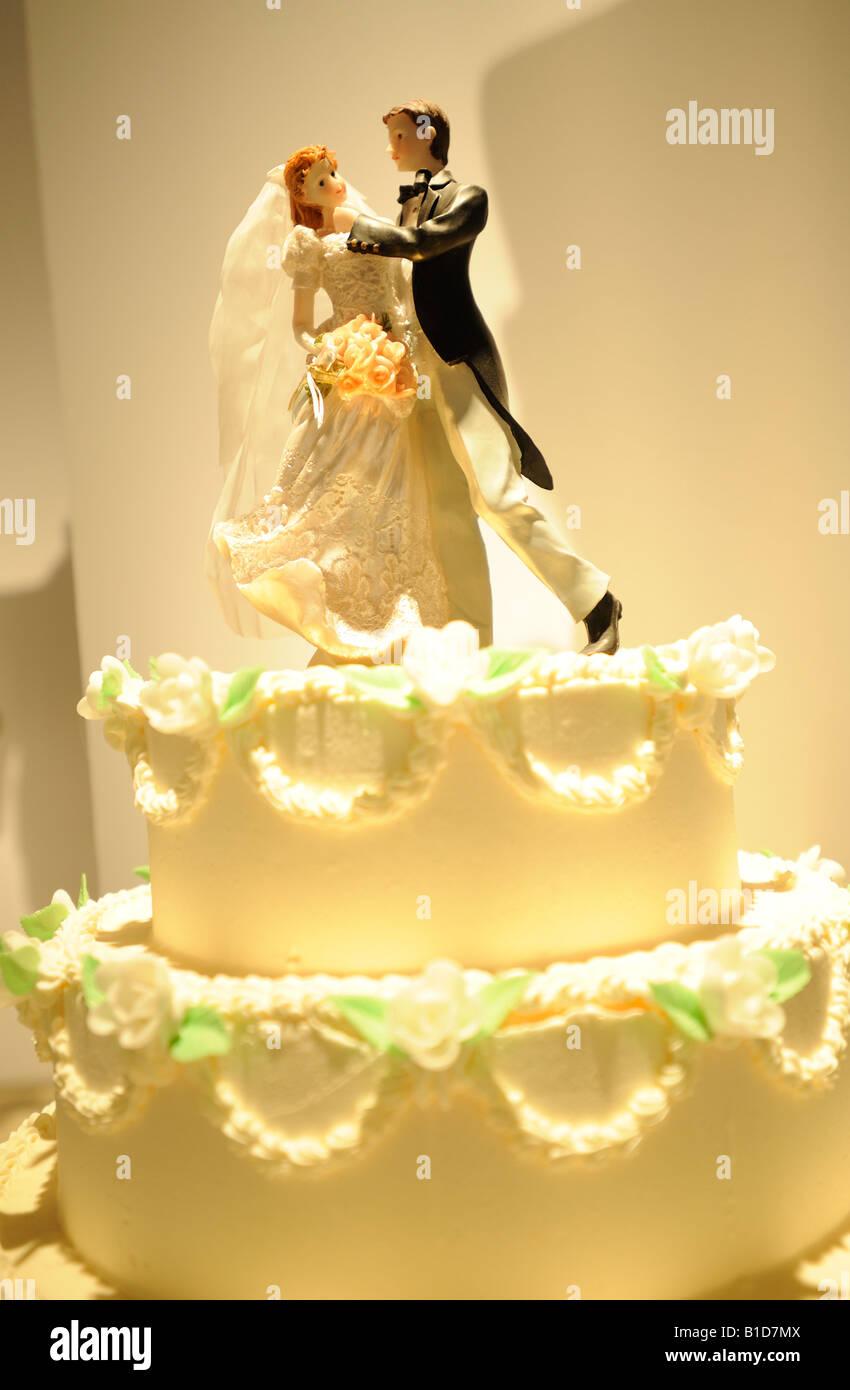 Wedding Cake Top Stock Photos & Wedding Cake Top Stock Images - Alamy