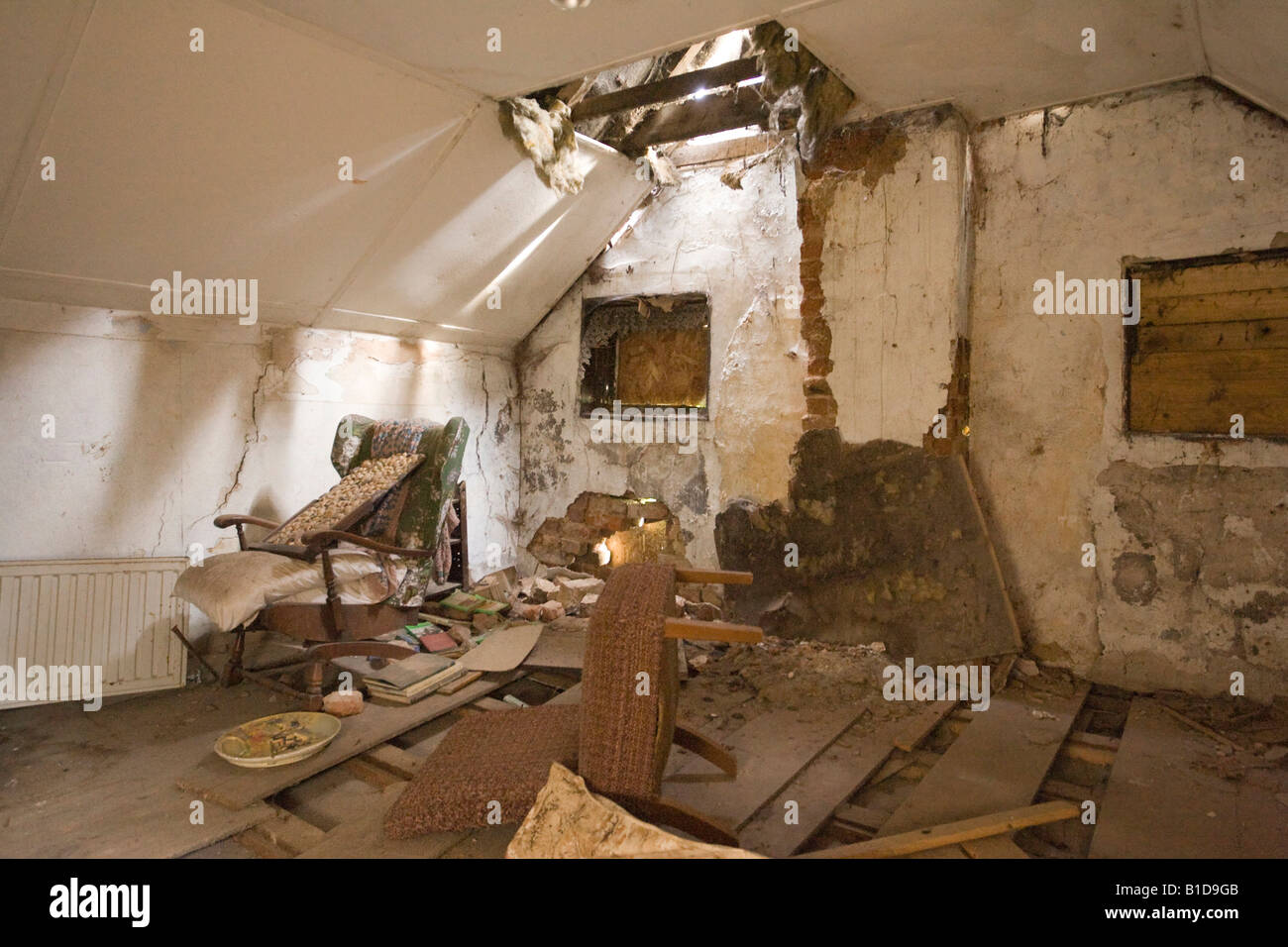 Sensational Inside Derelict House Cottage Stock Photo 18117915 Alamy Interior Design Ideas Oteneahmetsinanyavuzinfo