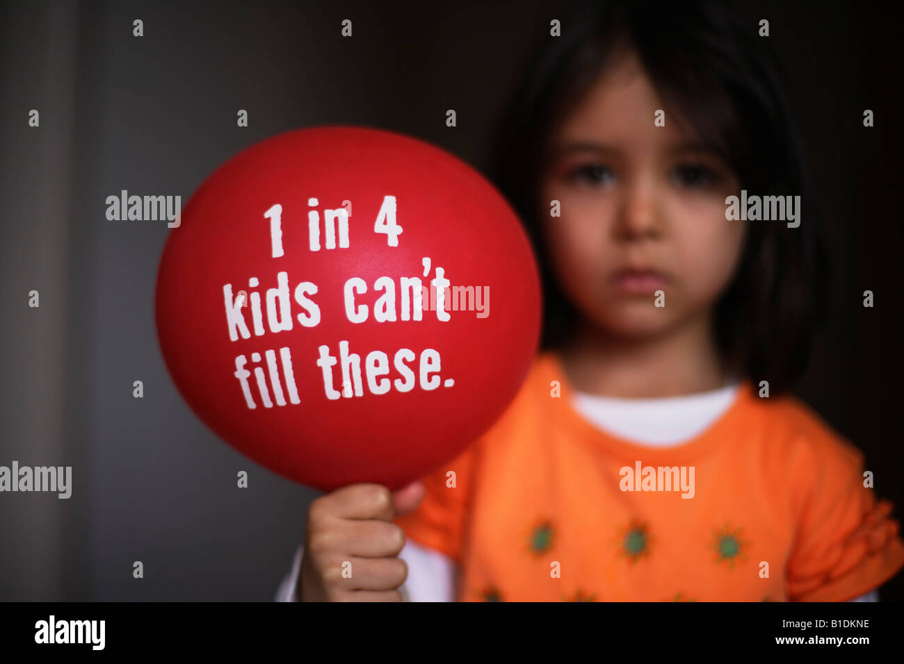 Child holds balloon for asthma awareness - Stock Image
