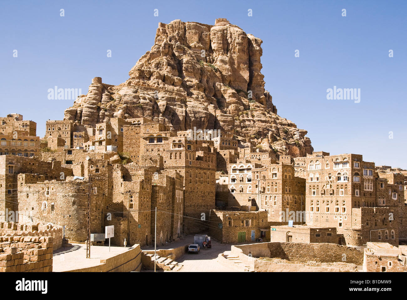 City below fortress on top of the mountain at Thulla Yemen Middle East - Stock Image
