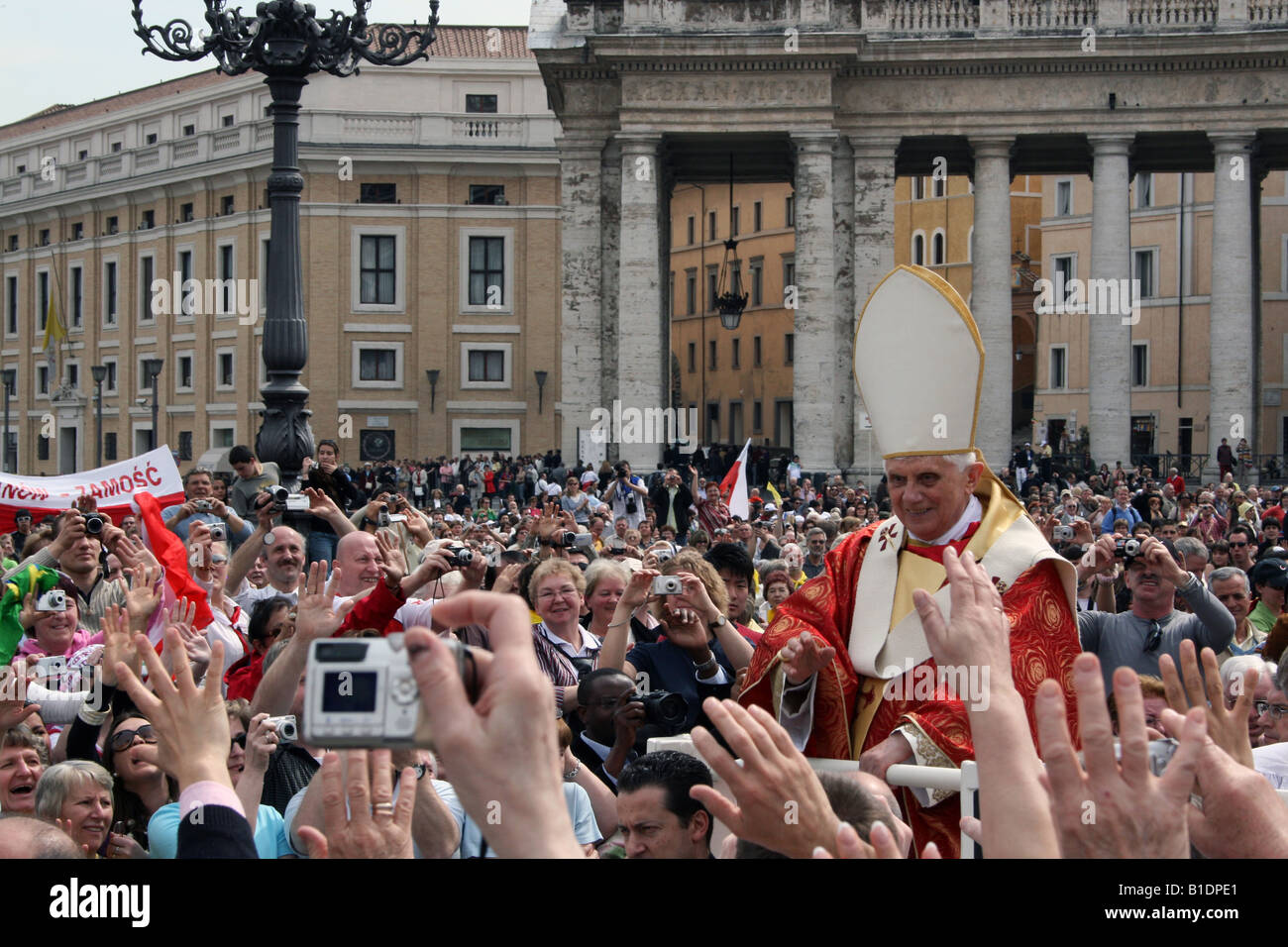 ITALY, ROME, VATICAN. Pope Benedict XVI Leads Special Mass on Anniversary of John Paul II s Death - Stock Image