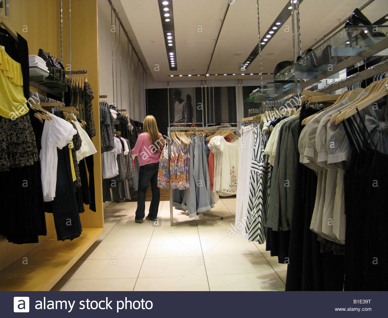359e296b678 Ladies clothing store