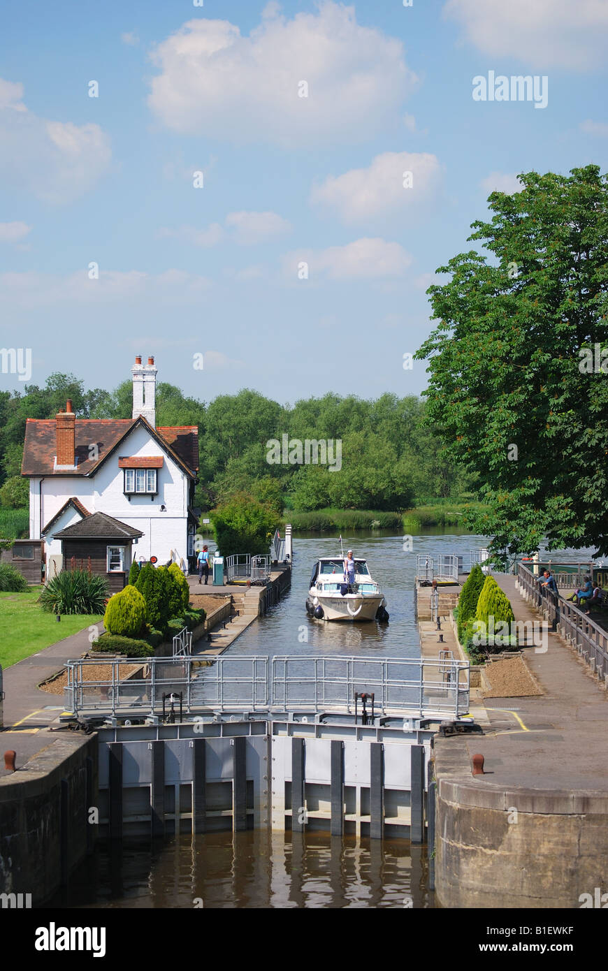 Goring Lock on River Thames, Goring, Oxfordshire. England, United Kingdom - Stock Image