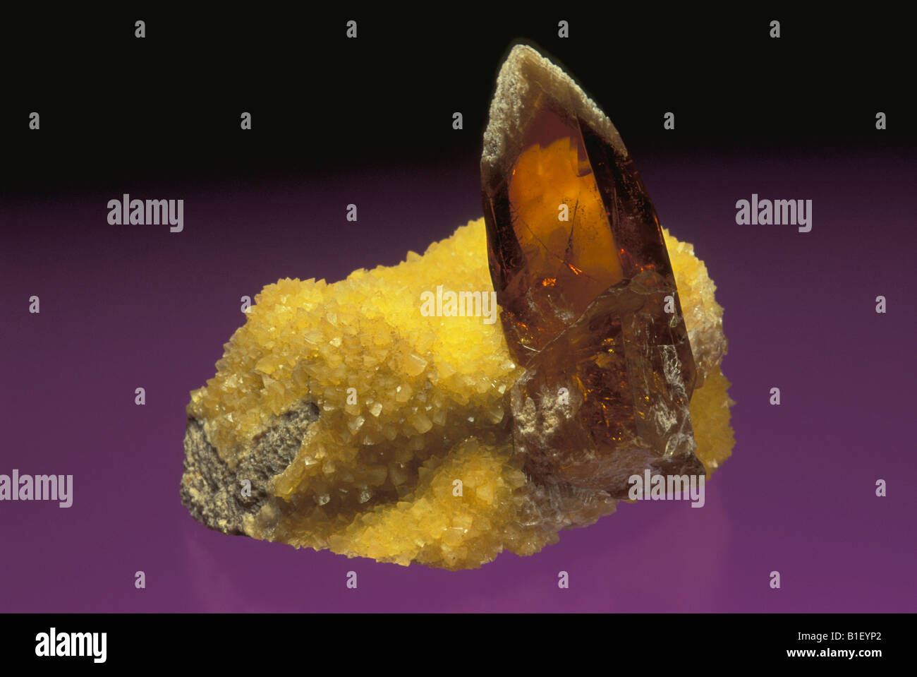Barite on Slate with Calcite - Stock Image