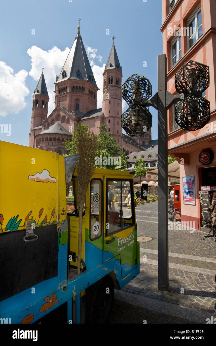 View across Liebfrauenplatz to the east side of the cathedral of Mainz in Germany - Stock Image