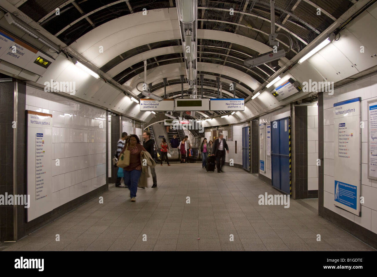 Oxford Circus Underground Station Passenger concourse for Victoria line and Bakerloo line northbound trains Stock Photo