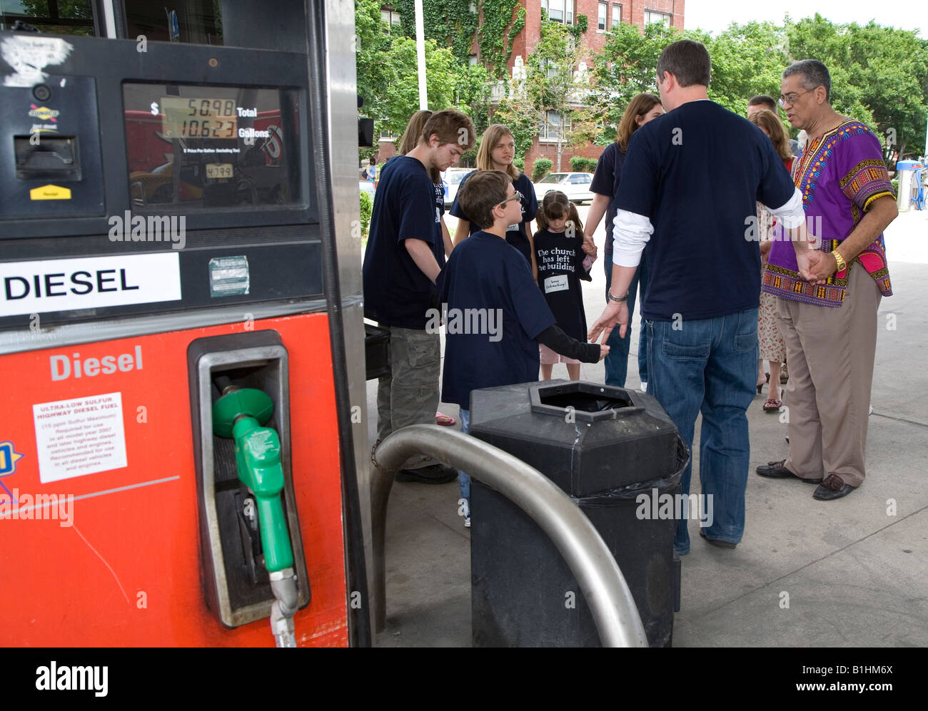 Detroit Gas Prices >> Detroit Michigan Religious Activists Pray At A Sunoco Station For