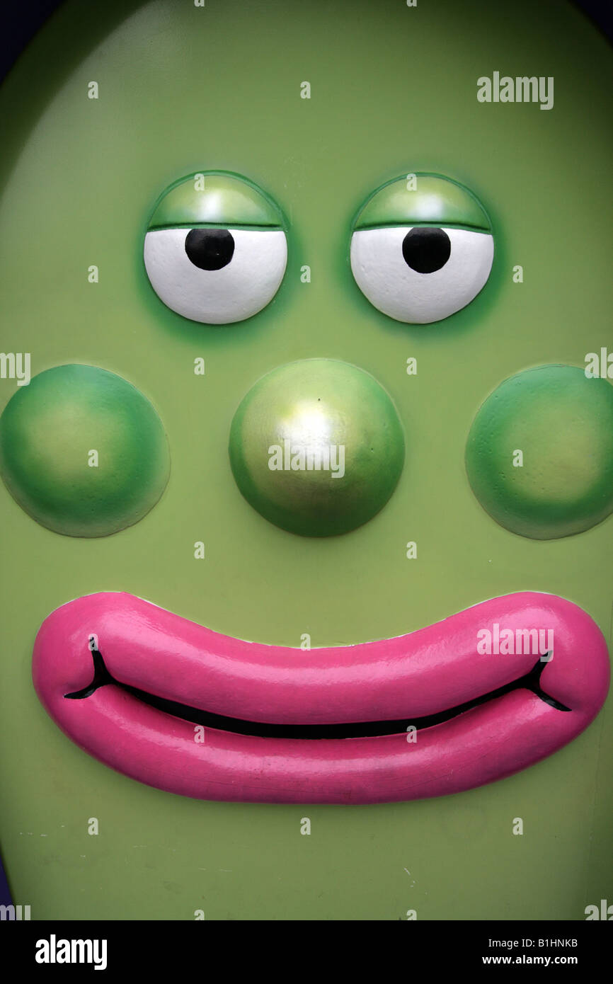 GREEN EGG SHAPED CARTOON CHARACTER WITH PINK LIPS AND GREEN CHEEKS AND NOSE VERTICAL BDB10061 Stock Photo
