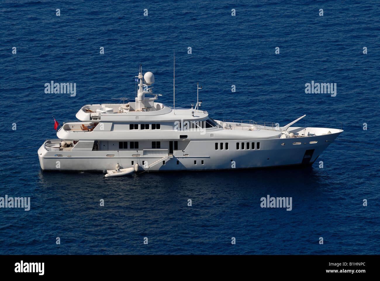 Luxury yacht in harbor of Santorini, Greece - Stock Image