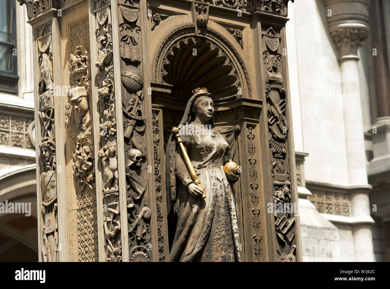 Bronze statue of Quenn Victoria on the Temple Bar monument in the middle of Fleet Street marking the western edge - Stock Image