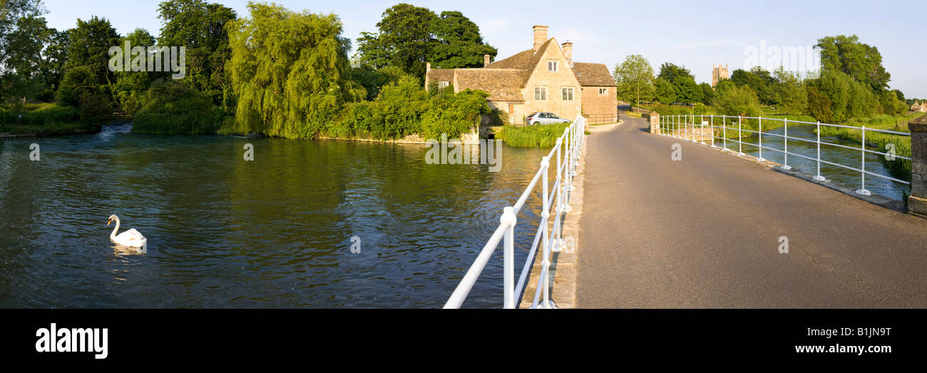 Evening sunlight on the River Coln at the Cotswold town of Fairford, Gloucestershire - Stock Image
