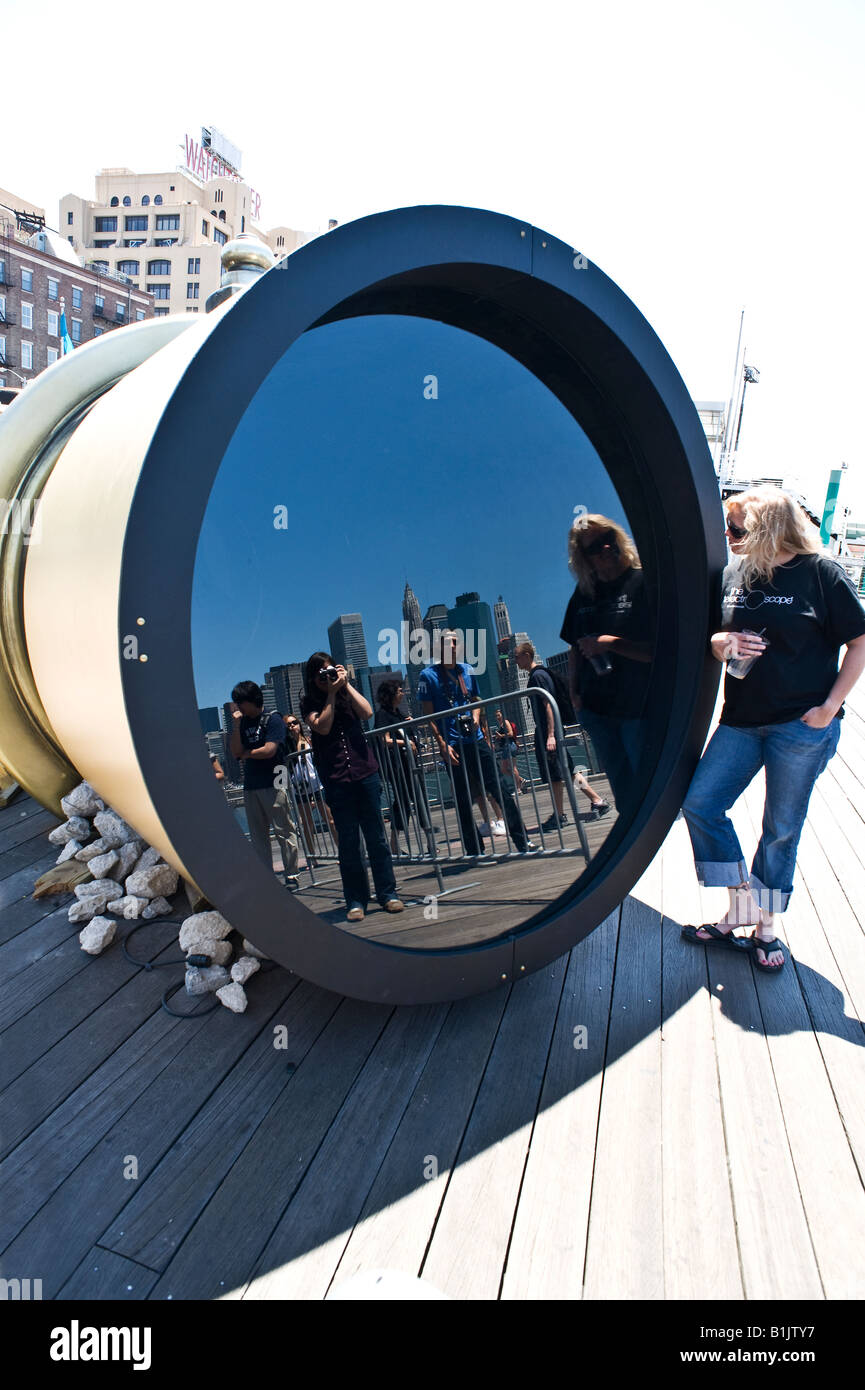 Visitors at the Telectroscope, Brooklyn, New York - Stock Image