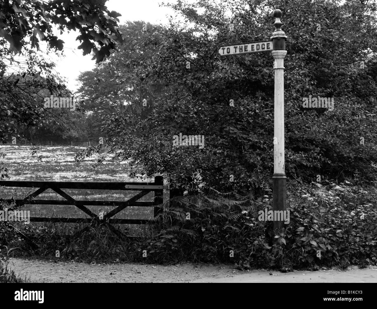 Old iron sign post saying TO THE EDGE. At Alderley Edge, in Cheshire, near Manchester. Black and white photograph. - Stock Image