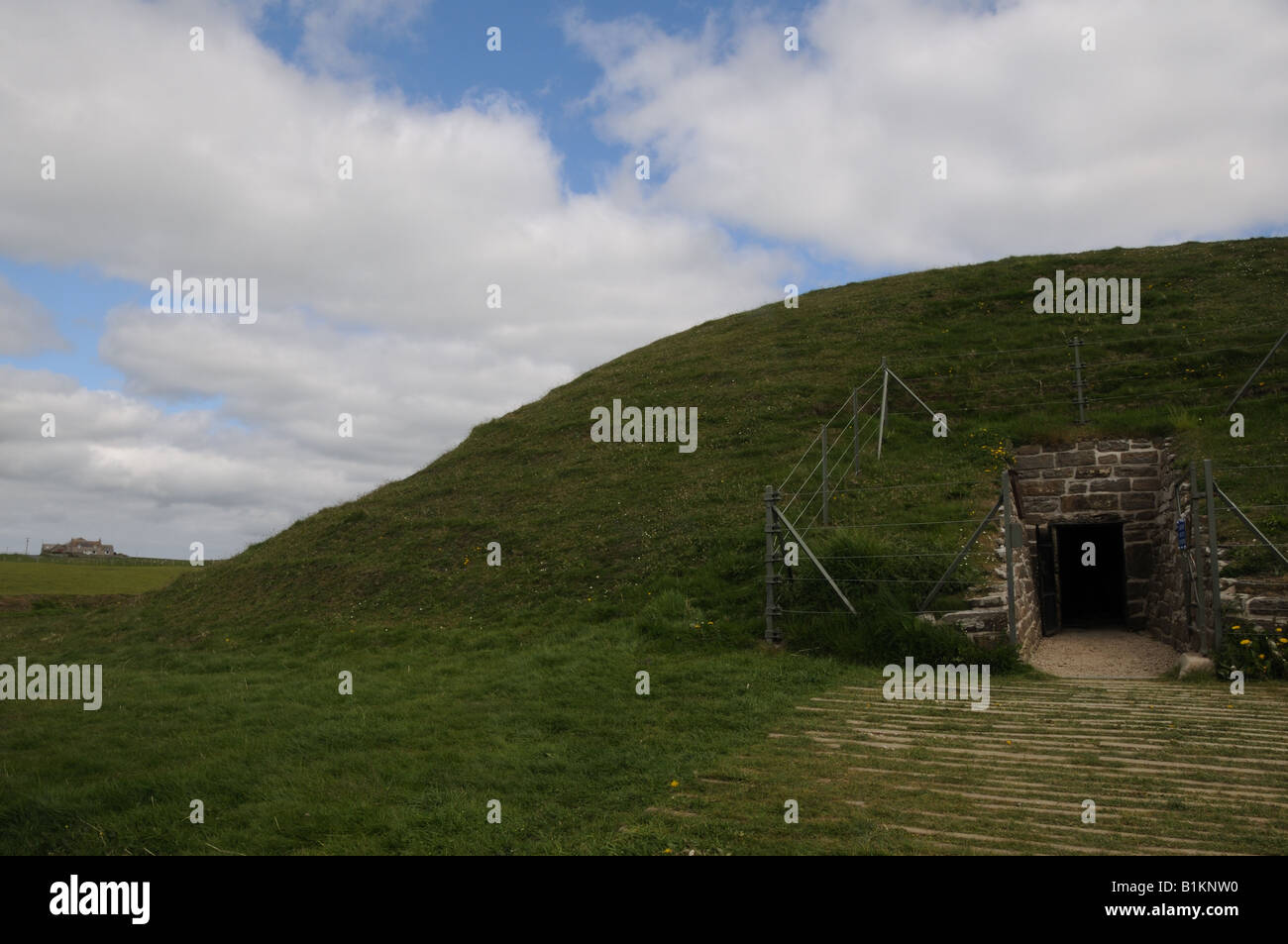 The entrance to the Neolithic burial mound at Maeshowe in Orkney, Scotland. - Stock Image
