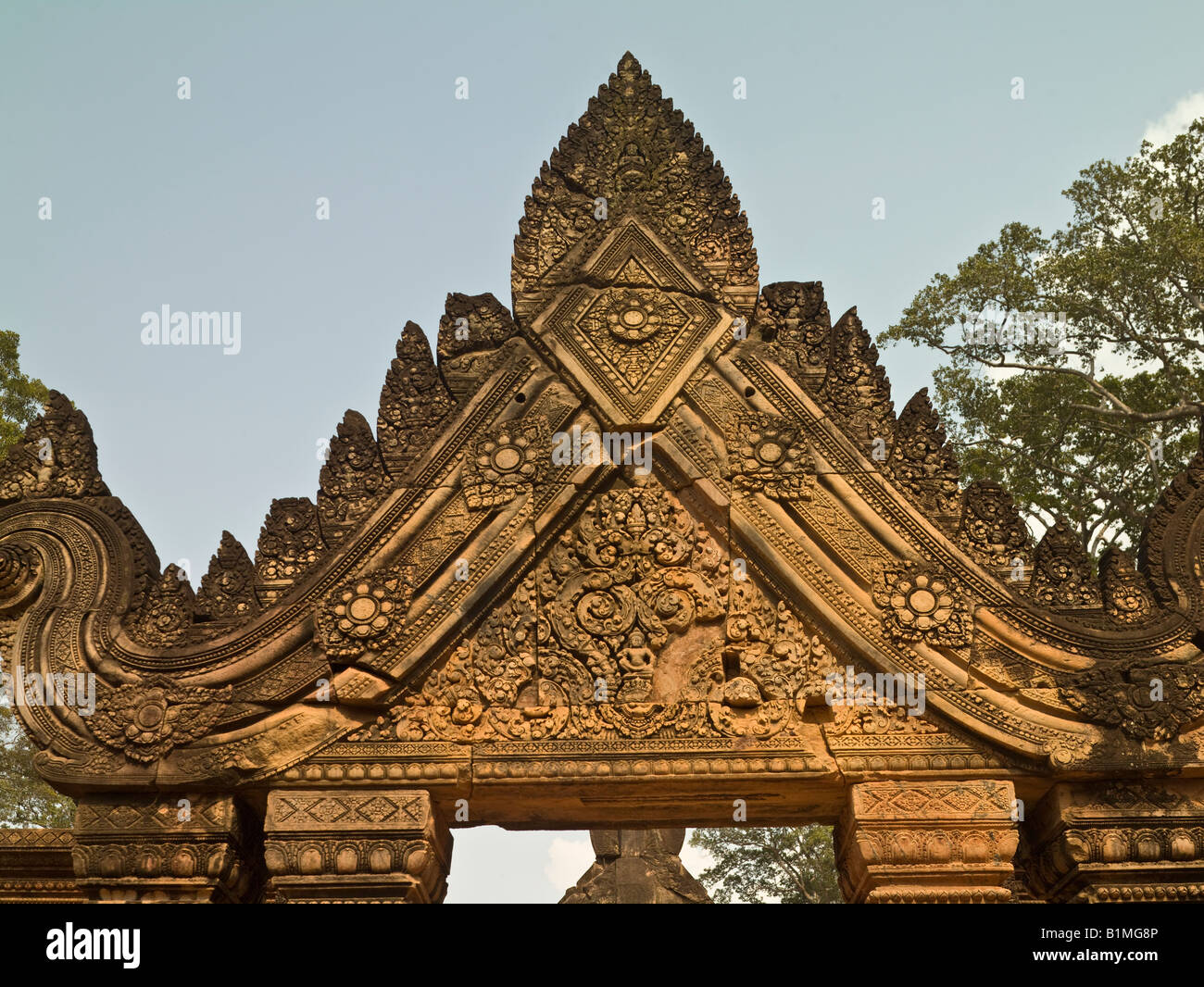 carved pediment, Banteay Srei (or Banteay Srey) temple, Angkor, Cambodia - Stock Image