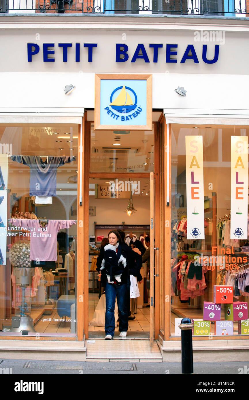 talla 40 26f18 fd376 Petit Bateau childrens clothes shop, London Stock Photo ...