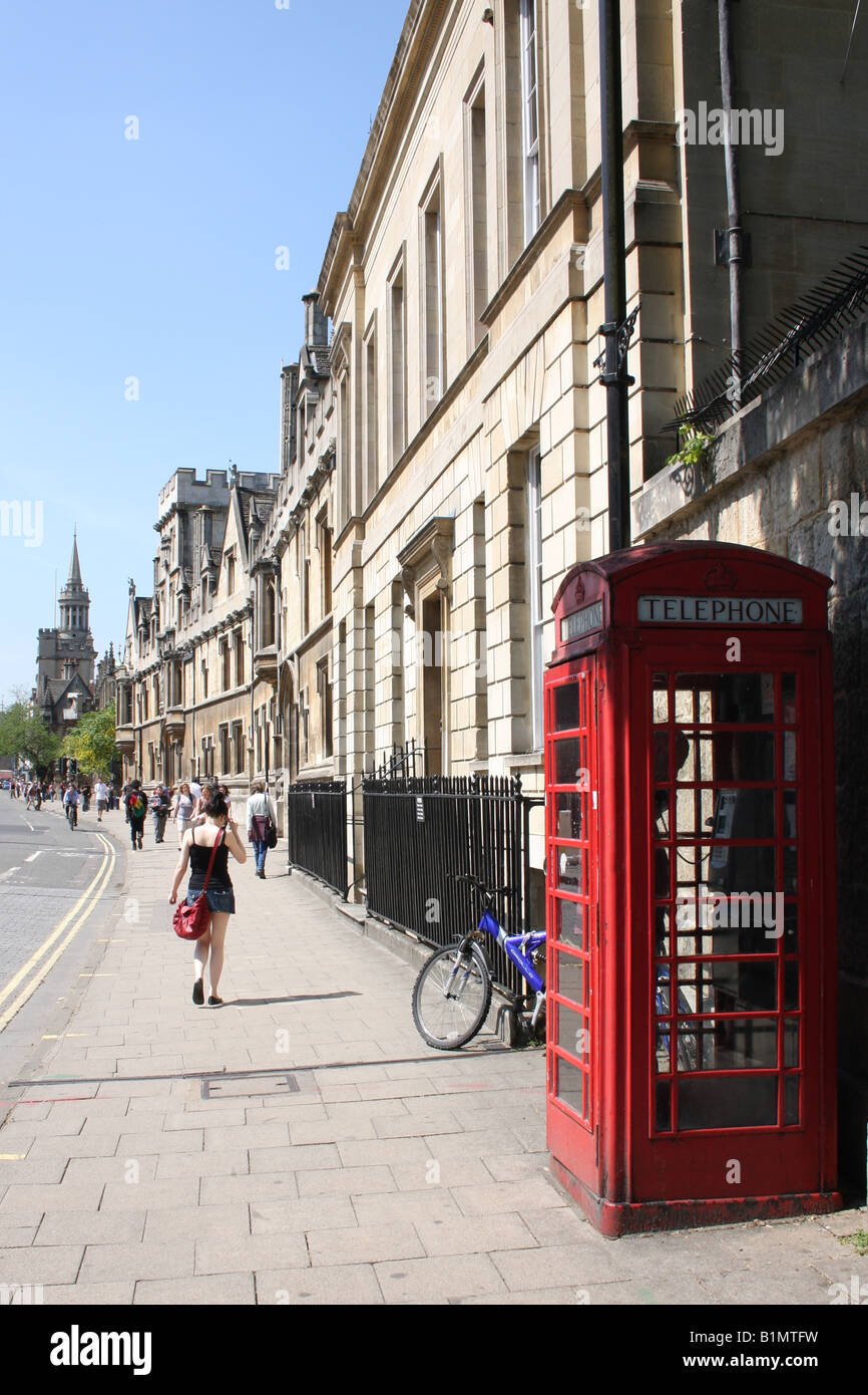 Oxford High Street with a typical red telephone kiosk - Stock Image