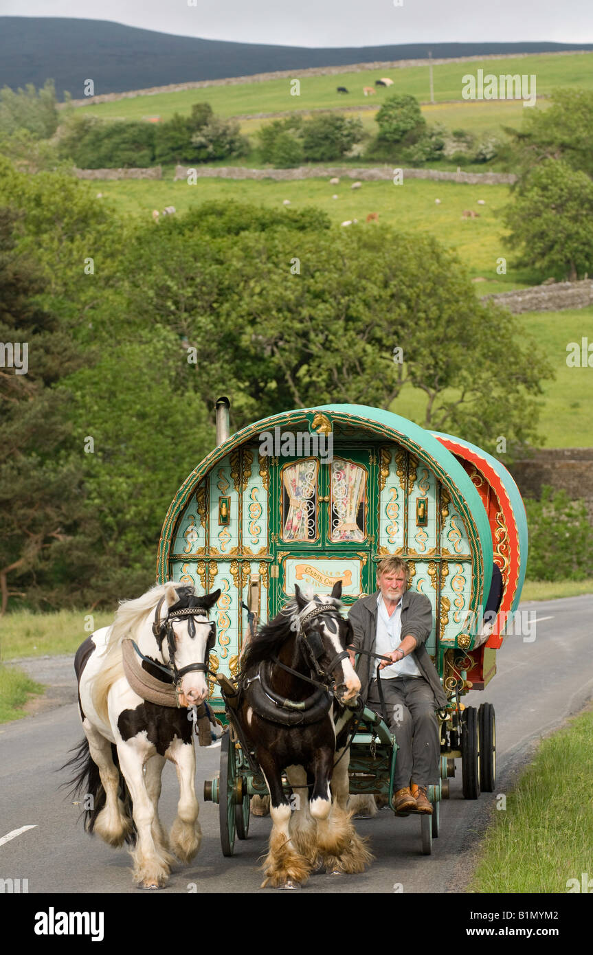 Horse drawn caravan on the road heading to Appleby horse fair On A683 betwen Sedbergh and Kirkby Stephen - Stock Image