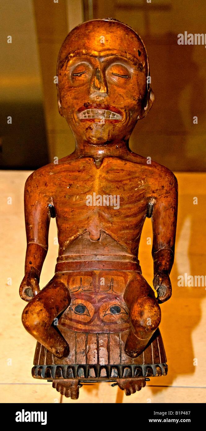 mask Shaman Regalia cure illness soul body - Stock Image