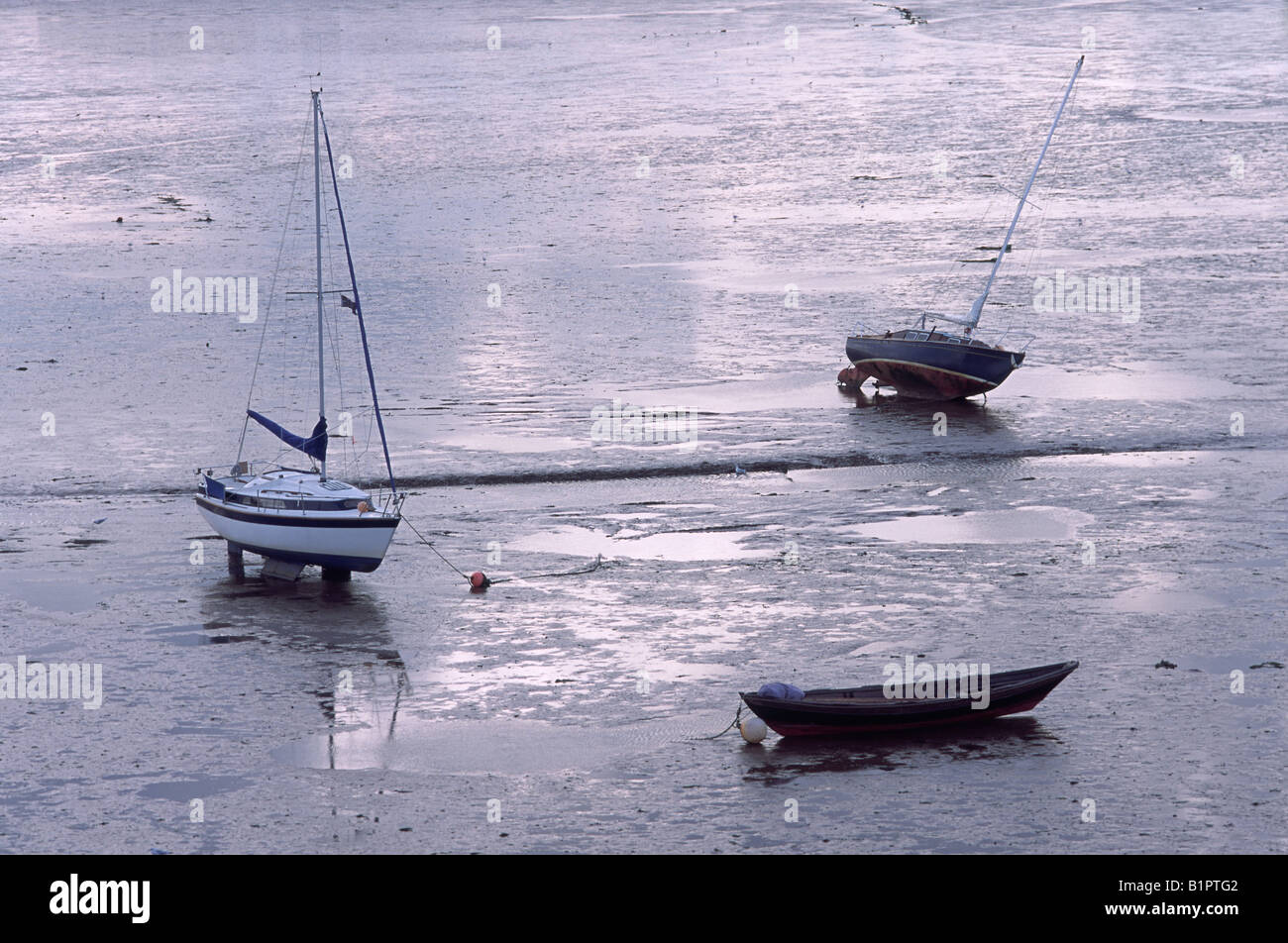 Early Evening with Two Yachts and a Dinghy at Low Tide on the Exe Estuary - Stock Image