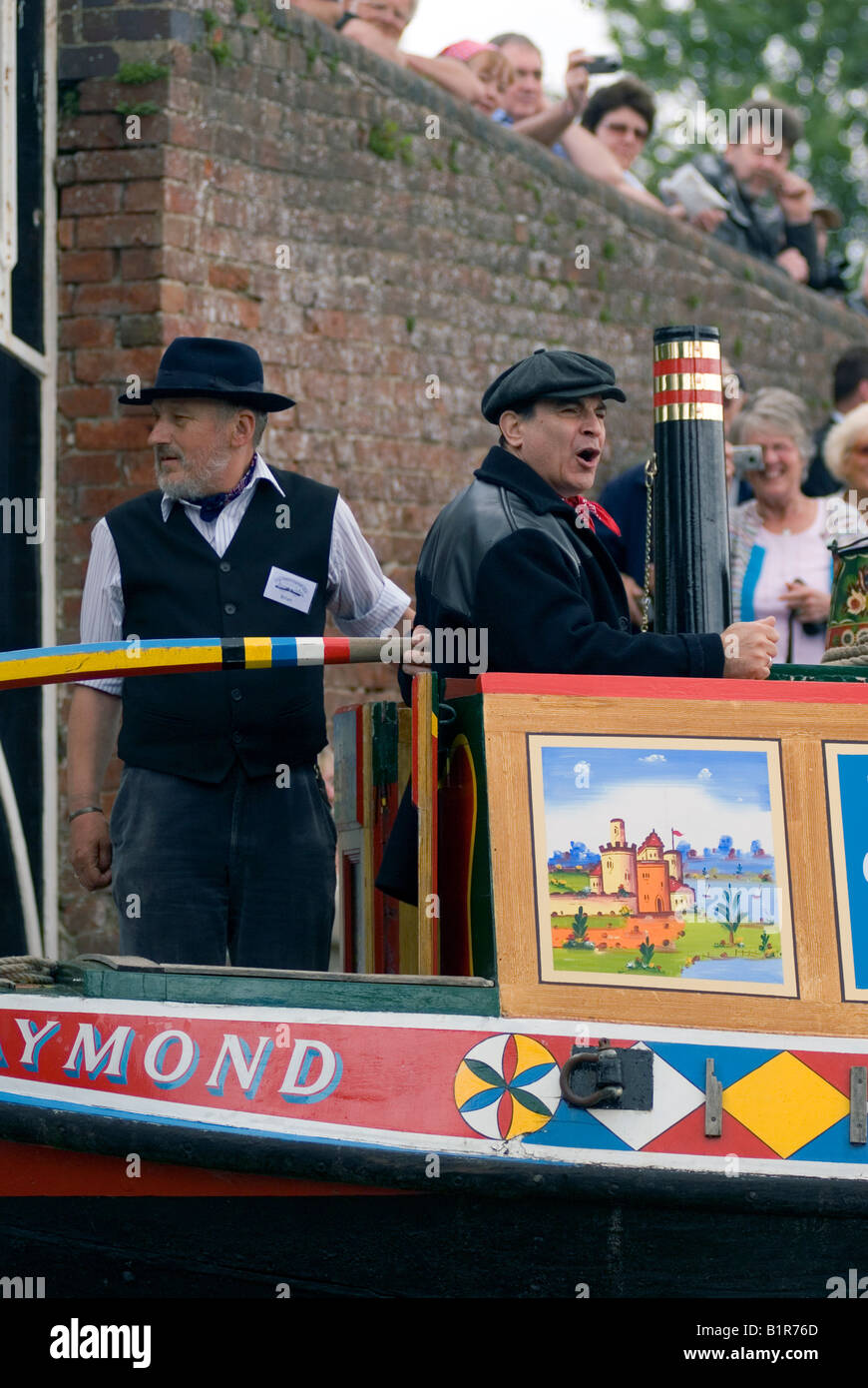 David Suchet OBE officially opening the 2008 Braunston Historic Narrowboat Rally from the traditional butty Raymond - Stock Image
