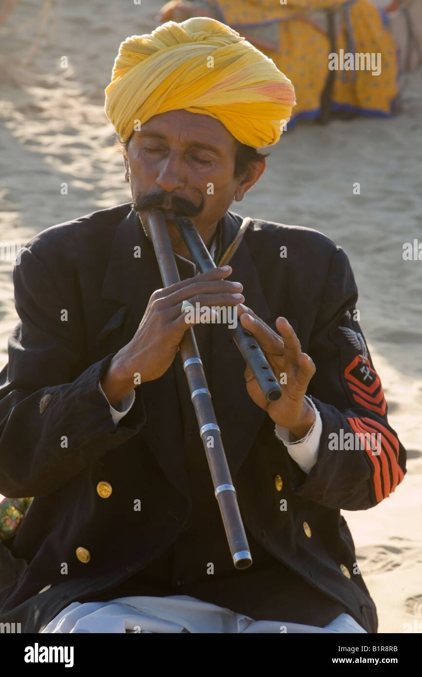 India Rajasthan Jaisalmer rajasthani flute player folk music 2008 - Stock Image