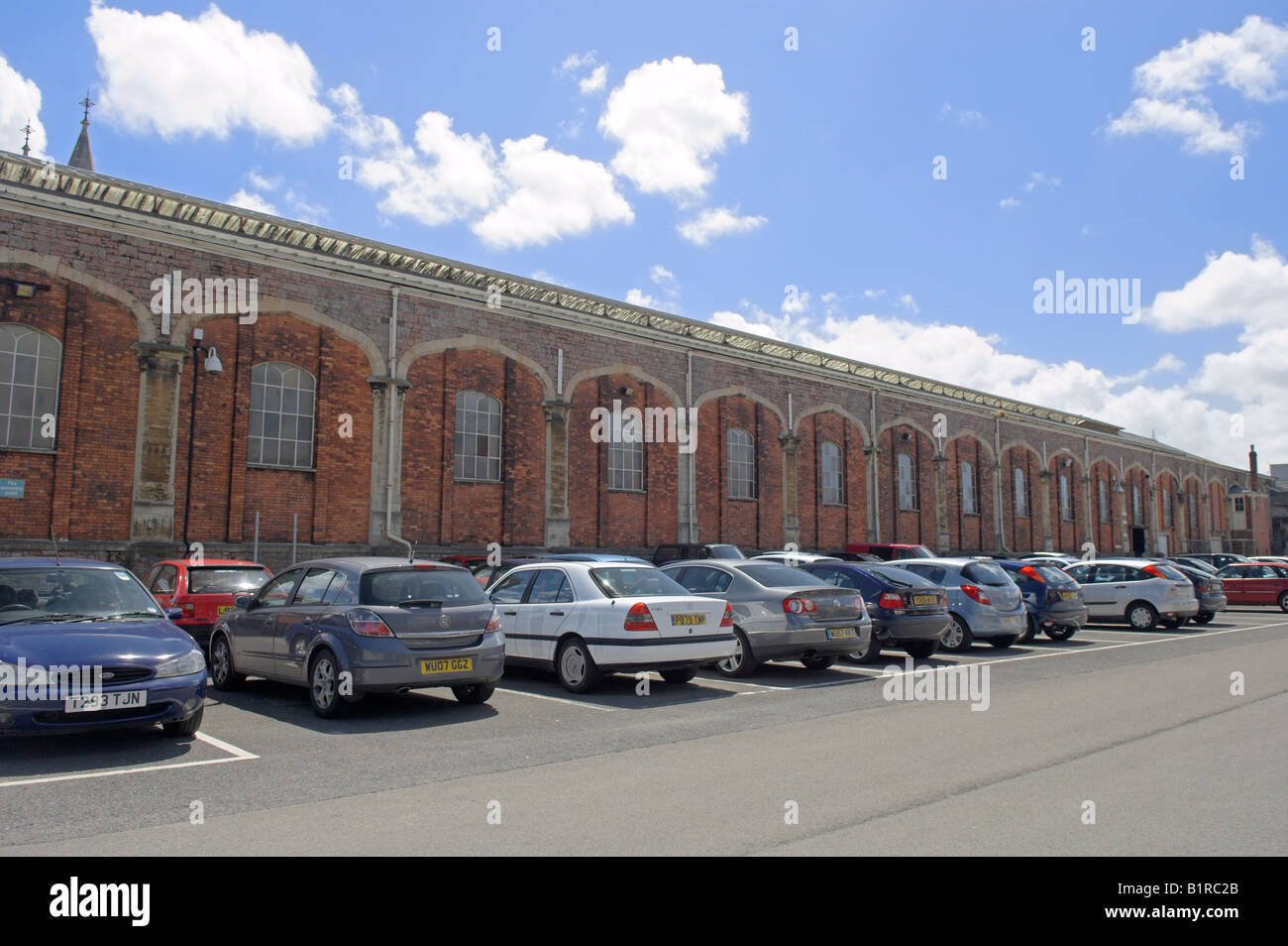 """Car parking and building back of """"Temple Meads"""" Railway Station Bristol England Stock Photo"""