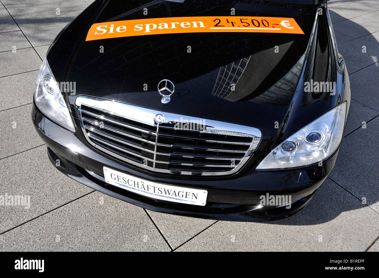 Daimler Mercedes Benz company car, sign reading Sie sparen 24.500Ae, you save 24, 500 Euros, Munich, Bavaria, Germany, - Stock Image