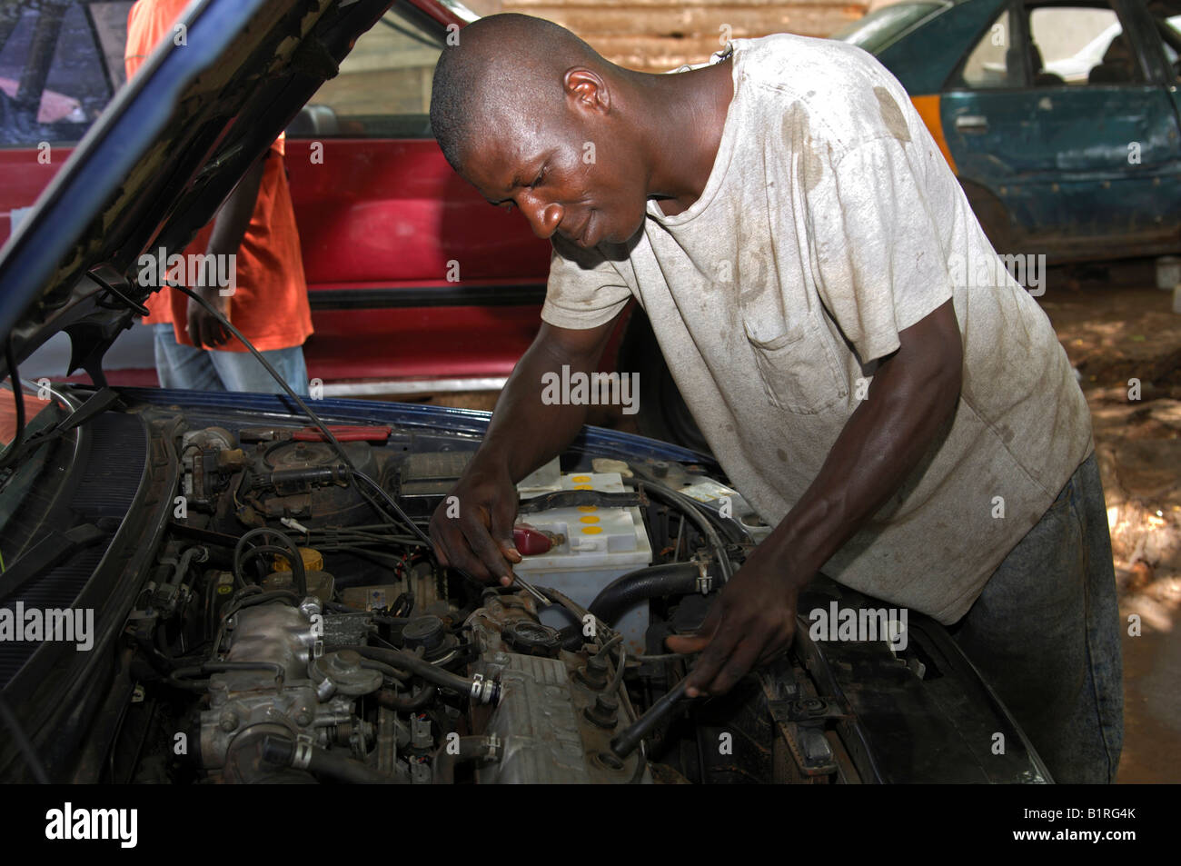 Motor mechanic at work, Accra, Ghana, West Africa - Stock Image
