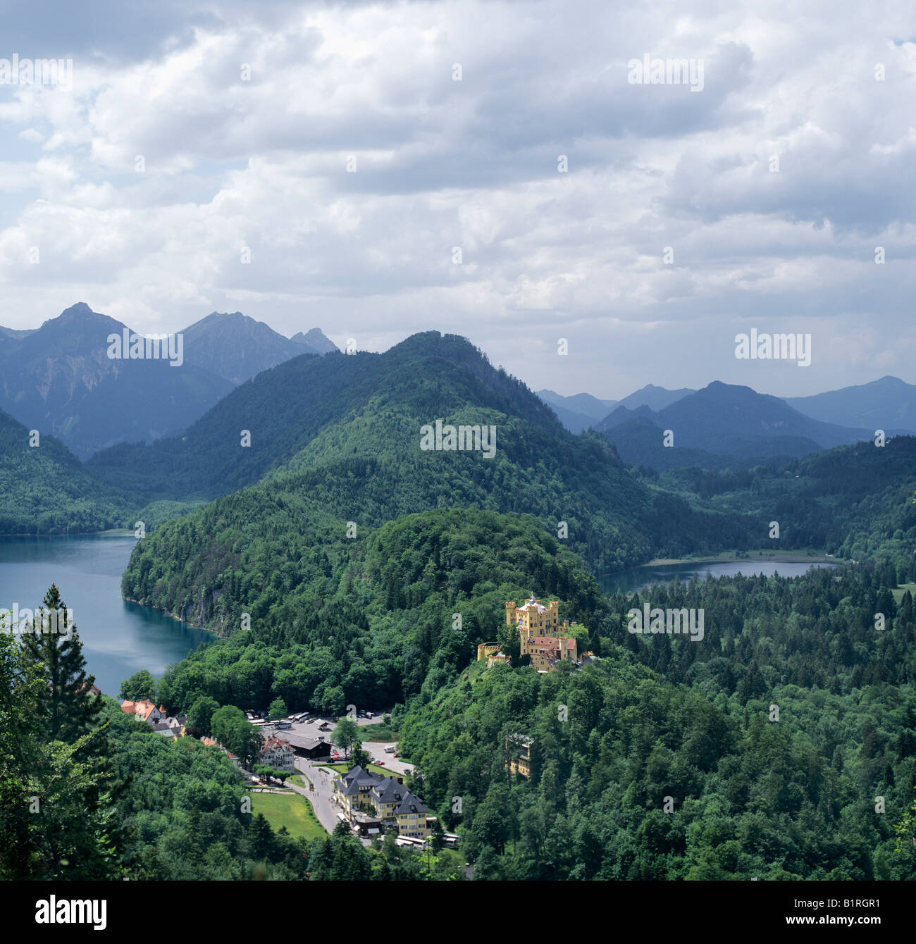 Schloss Hohenschwangau, Hohenschwangau Castle, Alpsee Lake on the left and Schwanensee Lake on the right, Alps at - Stock Image