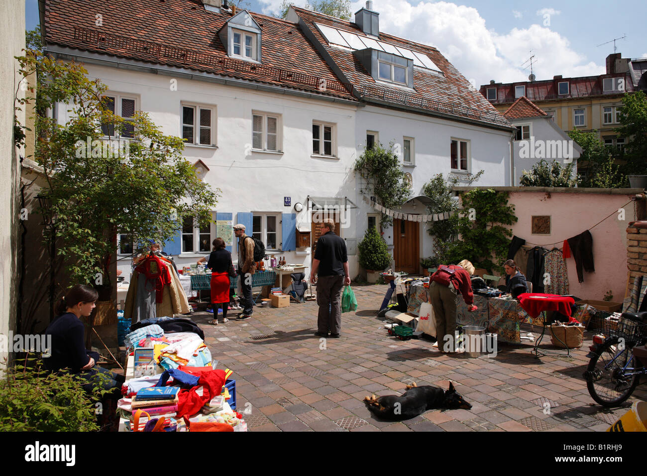 Back-yard fleamarket, Steinstrasse 48, Munich-Haidhausen, Upper Bavaria, Germany, Europe - Stock Image
