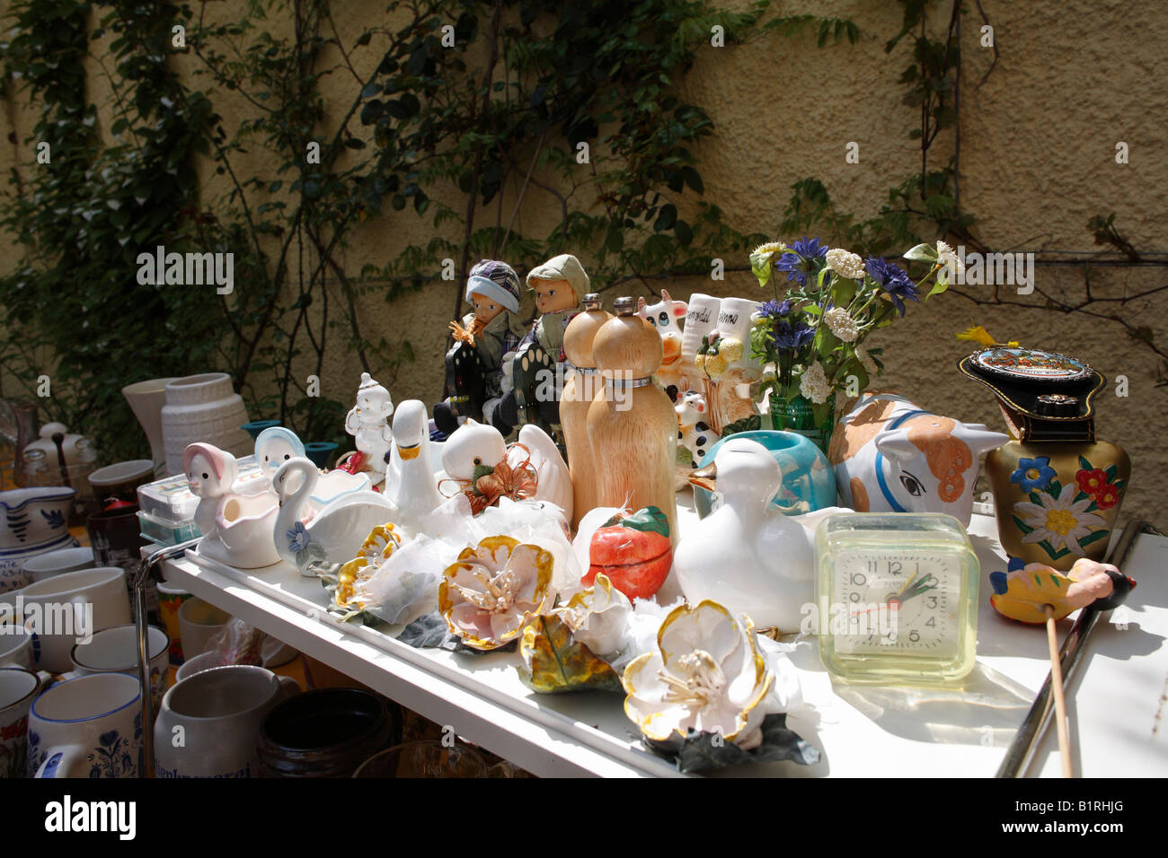 Back-yard fleamarket, Munich-Haidhausen, Upper Bavaria, Germany, Europe - Stock Image