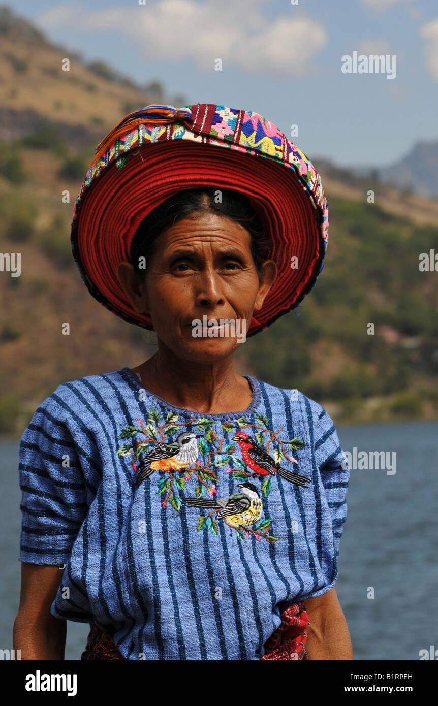 Indio, indigenous or native woman wearing a tocoyal hat, Santiago Atitlan, Lake Atitlan, Guatemala, Central America - Stock Image