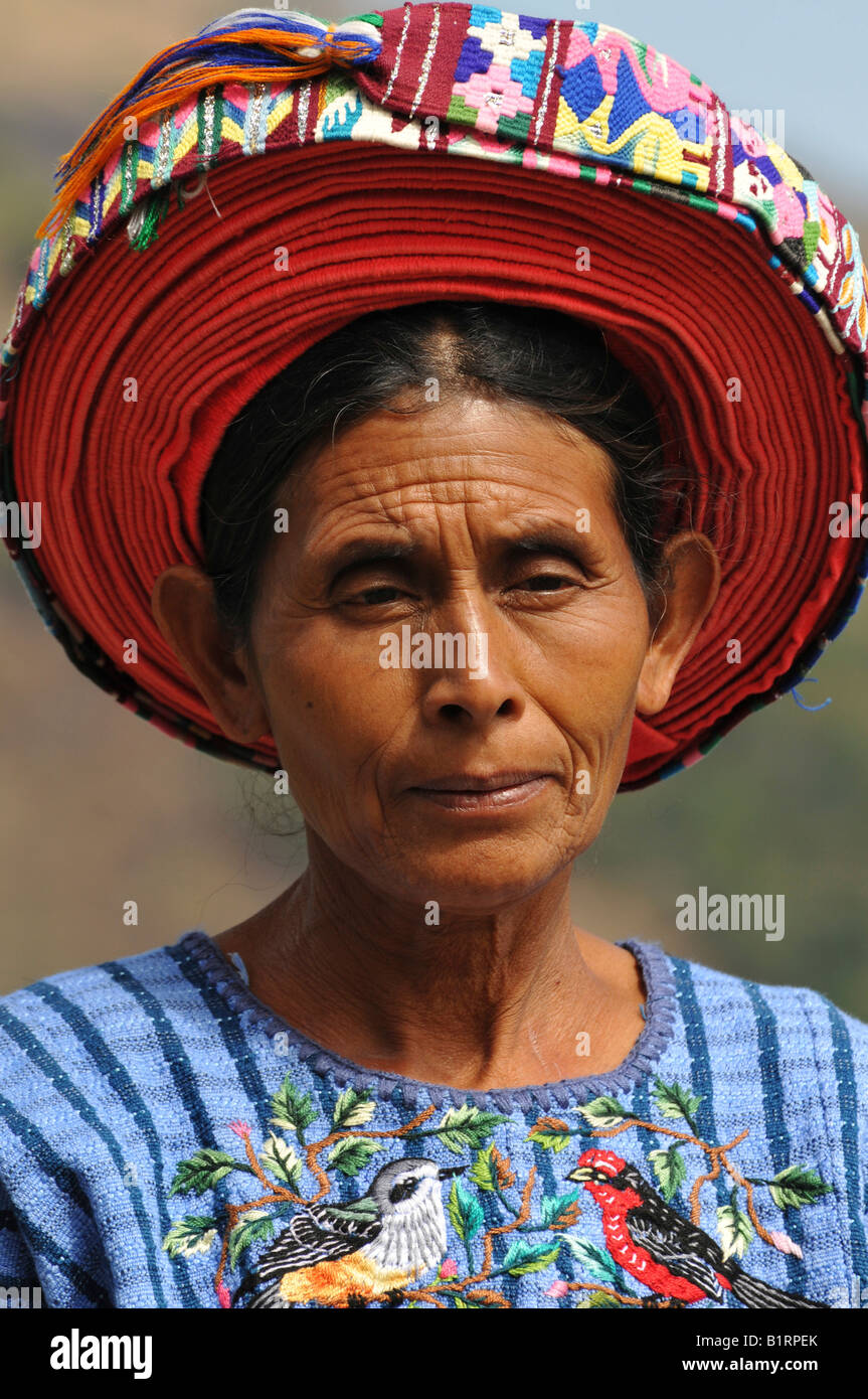 Portrait of an indio, indigenous or native woman wearing traditional tocoyal hat, Santiago Atitlan, Lake Atitlan, - Stock Image