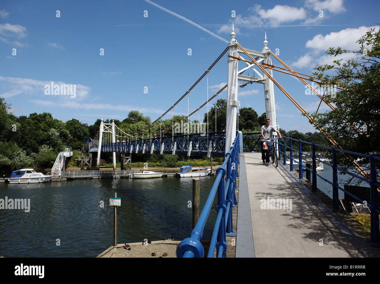 Victorian footbridge spanning the River Thames. - Stock Image